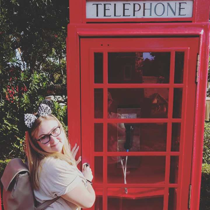Disney_megan_phonebooth
