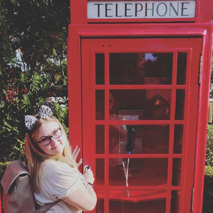 Disney_megan_phonebooth